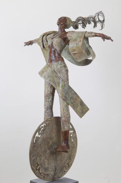 Vrijdenkster in brons schuin van voren.jpg