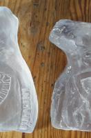 Twee in zand gegoten glazen vormen